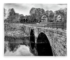 Green Street Bridge In Black And White Fleece Blanket