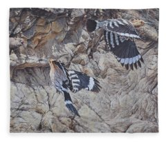 Hoopoes Feeding Fleece Blanket