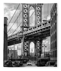 Iconic Manhattan Bw Fleece Blanket