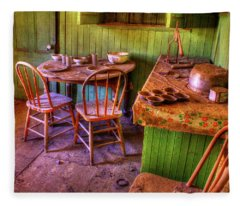 Kitchen Table Bodie California Fleece Blanket