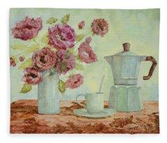 La Caffettiera E I Fiori Amaranto Fleece Blanket