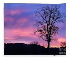 Lone Tree At Dawn Fleece Blanket