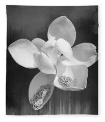 Magnolia En Noir Fleece Blanket