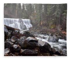 Mccloud Middle Fall Fleece Blanket