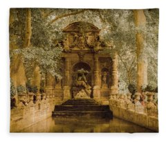 Paris, France - Medici Fountain Oldstyle Fleece Blanket