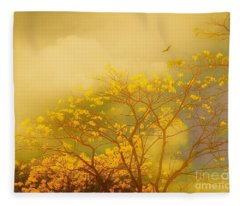 Misty Yellow Hue -poui Fleece Blanket