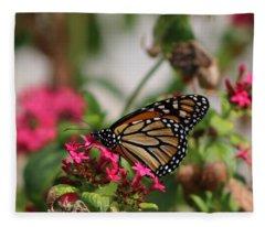 Monarch Butterfly On Fuchsia Fleece Blanket