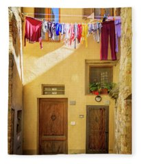 Montefalco Hanging Laundry Fleece Blanket