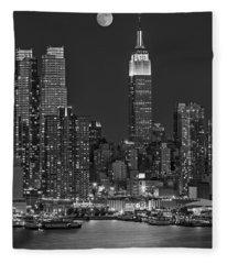 Moonrise Along The Empire State Building Bw  Fleece Blanket