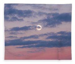 Moonrise In Pink Sky Fleece Blanket
