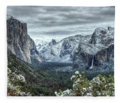 Most Beautiful Yosemite National Park Tunnel View Fleece Blanket