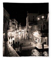 Mysterious Venice Monochrom Fleece Blanket