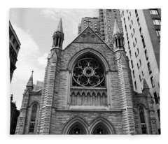 Nyc Holy Trinity Church - Black And White Fleece Blanket
