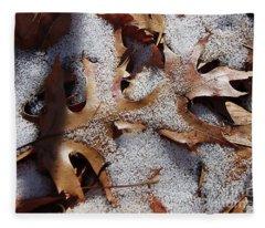 Oak Leaf Snow 2890 Fleece Blanket