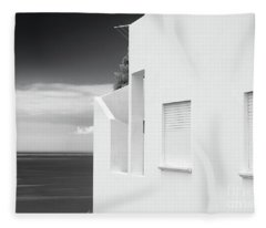 Ocean View White House Fleece Blanket