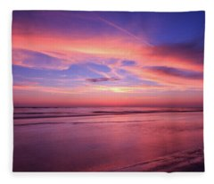 Pink Sky And Ocean Fleece Blanket