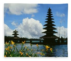 Puru Ulun Danau  Fleece Blanket