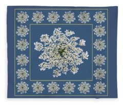 Queen Anne's Lace With Border Fleece Blanket