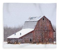 Red Beauty In Snow Fleece Blanket