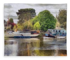 Riverview Vii Fleece Blanket