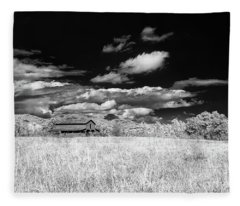 S C Upstate Barn Bw Fleece Blanket
