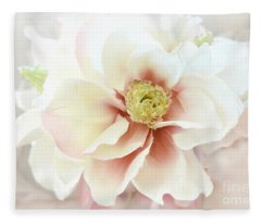 Shabby Chic White Dreamy Pastel Magnolia Blossom - Dreamy Magnolia Floral Decor Fleece Blanket