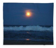 Snow Moon Ocean Waves Fleece Blanket