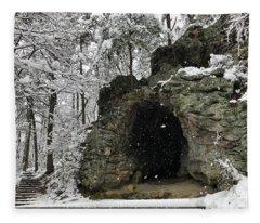 Snowy Torys Den Fleece Blanket