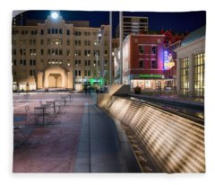 Sundance Square 01715 Fleece Blanket