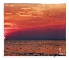 Sunrise Over The Horizon On Myrtle Beach Fleece Blanket