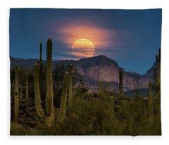 Super Moon 2018 - Wolf Moon  Fleece Blanket