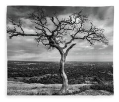 Fleece Blanket featuring the photograph Tree On Enchanted Rock In Black And White by Todd Aaron