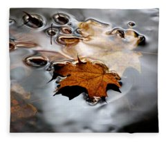 Under Water Fall Fleece Blanket