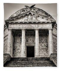 Vicksburg - Illinois Memorial In Black And White Fleece Blanket