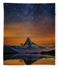 Volcano Fountain Fleece Blanket