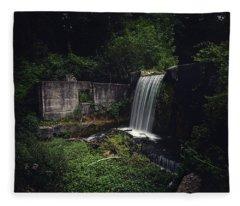 Waterfall At Paradise Springs Fleece Blanket