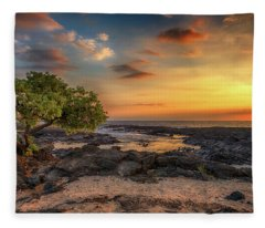 Wawaloli Beach Sunset Fleece Blanket