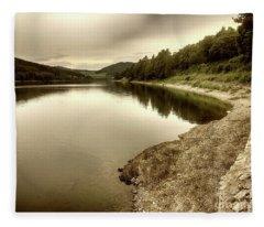 Wonderfully Calm Lake -  Wundervoll Ruhiger See Fleece Blanket