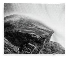 Black Rock Under Dry Falls Fleece Blanket