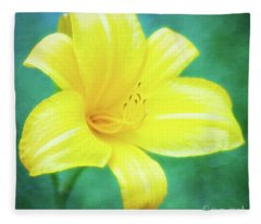 Buttered Popcorn Daylily In Her Glory Fleece Blanket