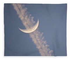 Fleece Blanket featuring the photograph Gemini Crescent In Contrail by Judy Kennedy