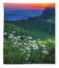 Daisies In The Mountain Fleece Blanket