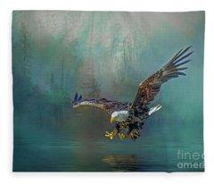 Eagle Swooping For Fish Fleece Blanket