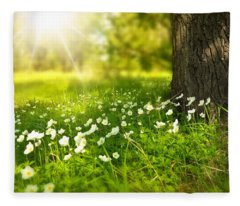 Field Of Daisies Fleece Blanket