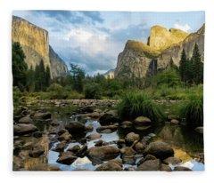 Gates Of The Valley 3 Fleece Blanket
