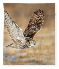Great Horned Owl In Flight Fleece Blanket