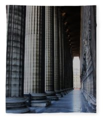 La Colonnade De La Madeleine Fleece Blanket