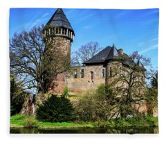 Linn Castle Fleece Blanket