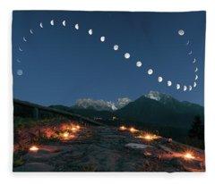 Lunar Curve Fleece Blanket
