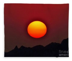 Magnificence Fleece Blanket